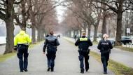 """Umstrittene """"Bundes-Notbremse"""": Geschäftsschließungen vor dem Verfassungsgericht"""