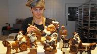 Wer in der Herstellung von Schokoweihnachtsmann und Co arbeitet, hat häufig Glück mit dem Weihnachtsgeld.