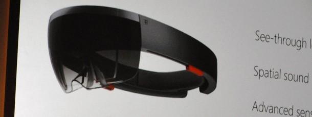 """Microsofts Alex Kipman präsentiert die neue Computerbrille """"Hololens""""."""