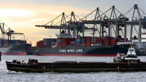 Deutscher Exportüberschuss über EU-Warnschwelle