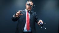 ZAL-Geschäftsführer Roland Gerhards in der virtuellen Realität.