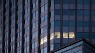 Tatort Büro: Investigative Mitarbeiter spüren neuerdings anrüchigend Geschäftspartnern oder dubiosen Transaktionen nach.