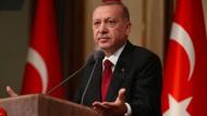 Geht doch: Der türkische Präsident Recep Tayyip Erdogan dürfte sich über den rätselhaften Schachzug der deutschen Regierung gefreut haben.