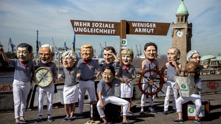 Soziale Ungleichheit ist ein globales Thema, hier protestieren Aktivisten von Oxfam vor dem G20-Gipfel in Hamburg 2017.