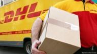 Junge Flüchtlinge arbeiten für die Deutsche Post