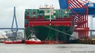 Hamburg - das Ziel der ganz großen Schiffe
