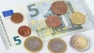 Die Orientierung am Medianeinkommen würde zu einem derzeitigen Mindestlohn von 11,66 Euro kommen.