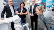 Ein Großteil der Aussteller, hier SoftBank Robotics, ist zufrieden mit dem Neustart, doch Messechef Frese will noch mehr für die Digitalisierungsmesse Cebit.