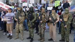 Facebook sperrt in Amerika Konten einer rechtsextremen Gruppe