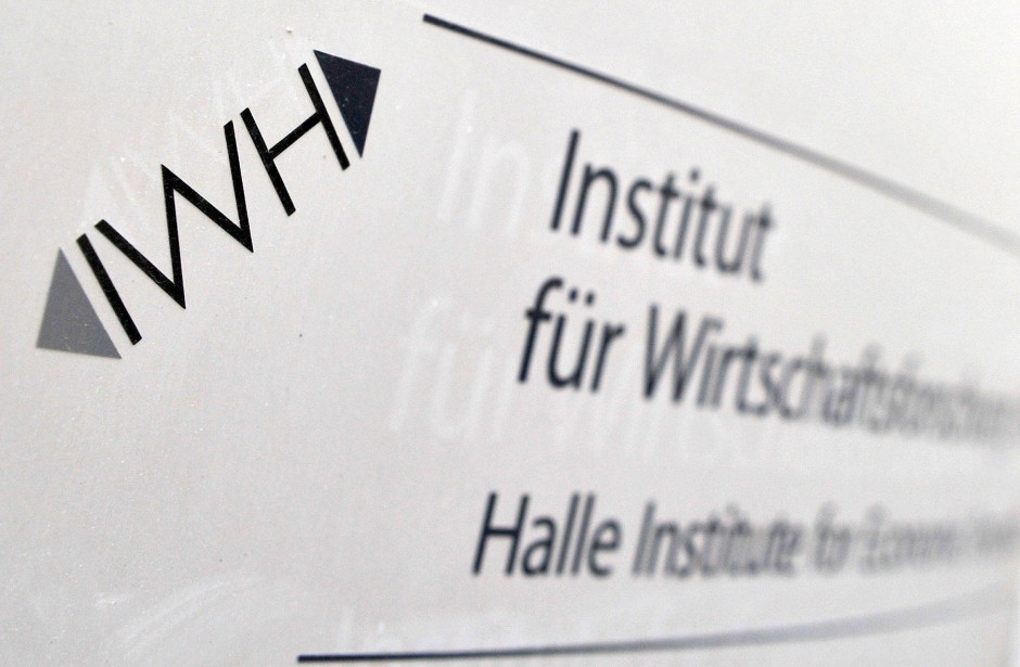 Das Institut für Wirtschaftsforschung Halle schätzte in einer Studie den Gewinn für den deutschen Staat auf 100 Milliarden Euro.