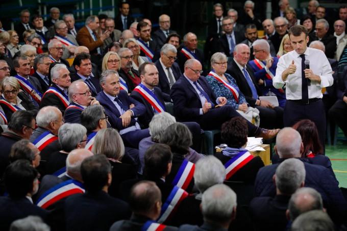 Debatten-Präsident: Macron gewinnt Zeit – doch der Ärger bleibt.
