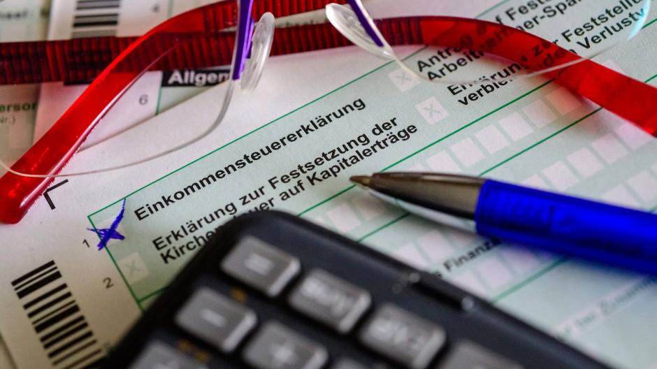 Viel, viel geht an den Staat: Die Einkommenssteuer in Deutschland sei hoch, klagt der Bund der Steuerzahler.