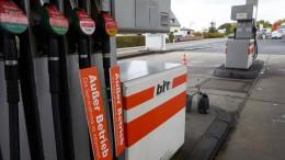 Deswegen bleiben die Benzinpreise hoch