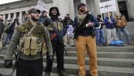 Demonstranten im Bundesstaat Washington: Geben ihre Waffen nicht kampflos ab