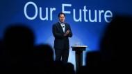 Vor Jahren angekündigt, hat Michael Dell in seinem Unternehmen nun den Umbau hin zu Datendiensten und Software vollendet – und sieht seinen Konzern stärker als zuvor aufgestellt.
