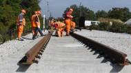 Keine Atempause: Es geht voran an der Rheintalstrecke. Um den Imageschaden gering zu halten, drückte die Deutsche Bahn aufs Reparaturtempo.
