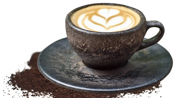 Heißen Kaffee aus kaltem Kaffee trinken