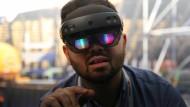 Wo geht es hin? Mit der HoloLens probiert sich Microsoft in neuen technologischen Bereichen aus. Doch zumindest langfristig muss sich das auch in den Geschäftszahlen zeigen.