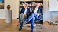 Christoph und Andrea Meiniger im Büro ihres Verlages in Neustadt an der Weinstraße: Die Geschwister führen das Verlagshaus bereits in vierter Generation – und haben damit so viel Erfolg wie nie zuvor in der Unternehmensgeschichte.