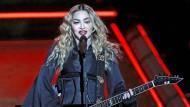 Prominente Kundin: Popsängerin Madonna während eines Auftritts in China