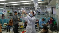 Chinesische Krankheit: Dass die Qualität von Krankenhäusern und Ärzten außerhalb großer Städte bescheiden ist, könnte iCarbonX entgegenkommen.