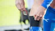 Die technischen Möglichkeiten sind groß: Mit Hilfe von Sensoren im Nacken und in Schienbeinschützern können die Leistungsdaten jedes einzelnen Spielers analysiert werden.