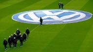 Der Automobilkonzern Volkswagen löst von 2019 an Mercedes-Benz als Generalsponsor beim Deutschen Fußball-Bund ab.