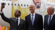 Auf Dubai ist Verlass: Emirates-Chairman Scheich Ahmed bin Saeed mit Airbus-Chef Tom Enders und Emirates-Chef Tim Clark in Hamburg