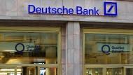 Die Deutsche Bank will jede fünfte Filiale schließen.