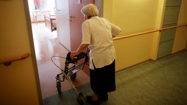 Viele Demenzkranke unnötig eingegittert