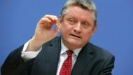 Minister Gröhe: Der CDU-Politiker will das Gesundheitswesen endlich digitalisieren.