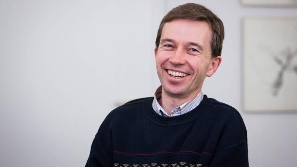 Bernd Lucke- Der Professor für Makroökonomie an der Universität Hamburg die Gründung einer Partei unter dem Namen Alternative für Deutschland.