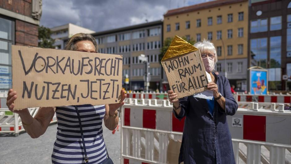 Geh heim, Heimstaden! Berliner Mieter protestieren gegen den neuen Großinvestor.