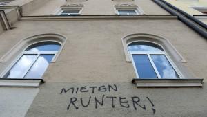 Berlin deckelt, Hamburg baut