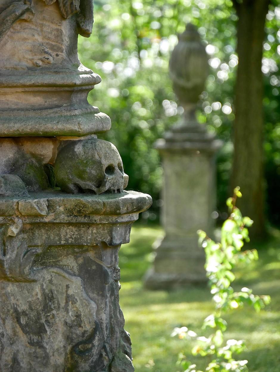 Der Tod ist allgegenwärtig.