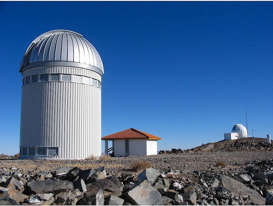 Das polnische OGLE-Teleskop sucht seit 1992 am Las Campanas Observatory in Chile den Himmel ab nach Microlensing-Ereignissen.