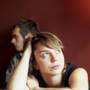 Abstand halten: Wenn die Nähe ein Problem wird, helfen Paaren oft nur noch Beziehungsstrategien.