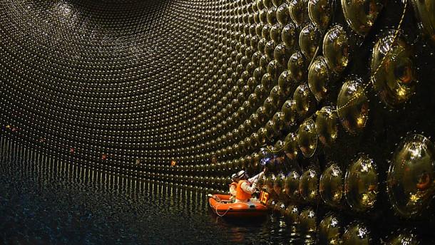 Warum gibt es im Universum keine Antimaterie?