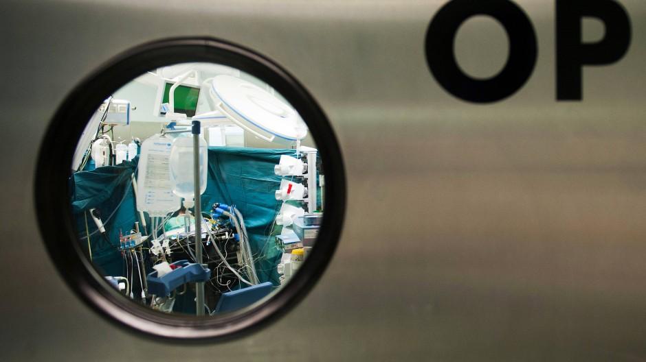 Hinter den Türen vieler deutscher Kliniken herrscht immer noch zu viel Selbstherrlichkeit.