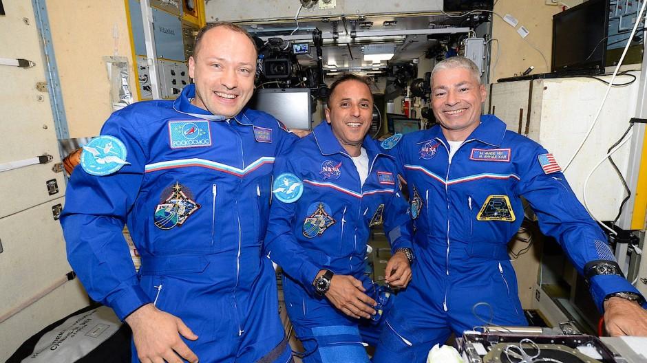 Der russische Kosmonaut Alexander Misurkin und die Nasa-Astronauten Joe Acaba und Mark Vande posieren ein Gruppenfoto.