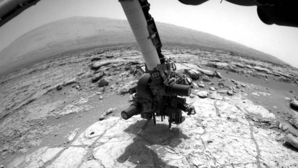 Curiosity bohrt den Roten Planeten an