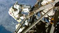 Astronauten bereiten ISS für neue Raumschiffe vor