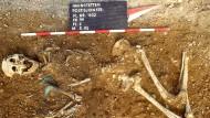 Grab mit den Überresten einer Frau im Lechtal, südlich von Augsburg.