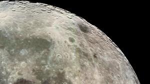Das rechte Auge des Mannes im Mond