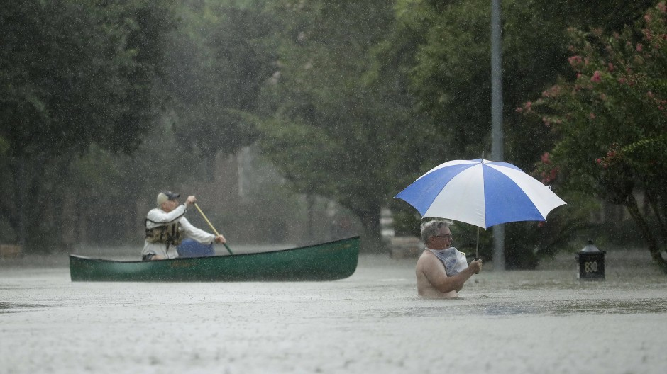 Nach dem Hurrikan Harvey: Zwei Männer in Houston, Texas.