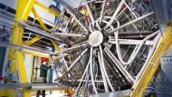 Der Detektor Hades soll  Antworten auf fundamentale Fragen geben:  Wie ist Materie aufgebaut? Warum gibt es Masse?