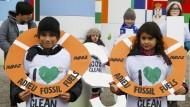 Rettungsbojen für den Planeten: Eine Kleindemo zum Weltklimagipfel.