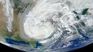 Hurrikan Sandy am 30 Oktober 2012, aufgenommen mit dem Visible Infrared Imaging Radiometer (VIIRS) an Bord des Erdbeobachtungssatelliten Suomi NPP.