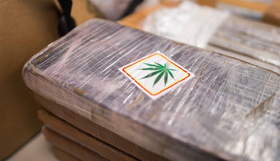 """Der Drogenhandel blüht mehr denn je. Gras, Marihuana und Hasch gibt es selbst an Schulen problemlos zu kaufen - ebenso wie """"Speed"""", Ecstasy, Crystal Meth oder gar Kokain."""