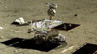 """Der chinesische Mondrover """"Yutu"""" (Jadahase), aufgenommen von der Raumsonde """"Chang'e-3"""" (Mondgöttin)"""